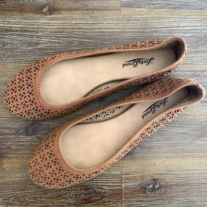 Lucky Brand Eastly Laser Cut Flat   9